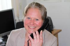 Brigitte von GTS Schweisstechnik aus Bielefeld telefoniert